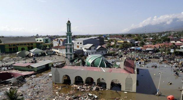 Terremoto Indonesia, almeno 832 morti: ipotesi sepoltura di massa