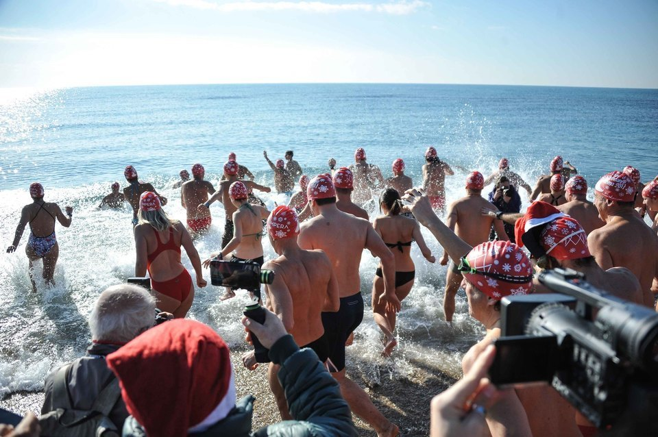 Bagno di capodanno alla spiaggetta di ostia - Capodanno bagno di romagna ...
