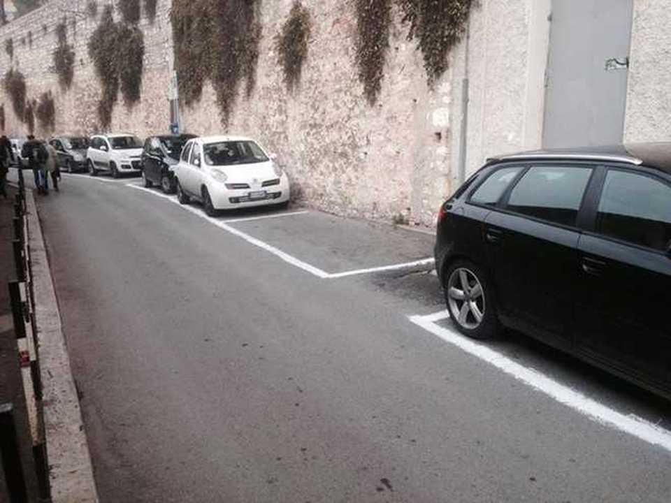 Dipingere Strisce Parcheggio : Vita politica benvenuti nel sito del comitato strisce blu italia