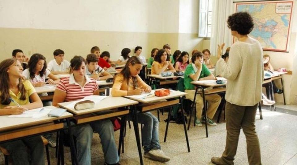 Risultati immagini per immagini di studenti a scuola