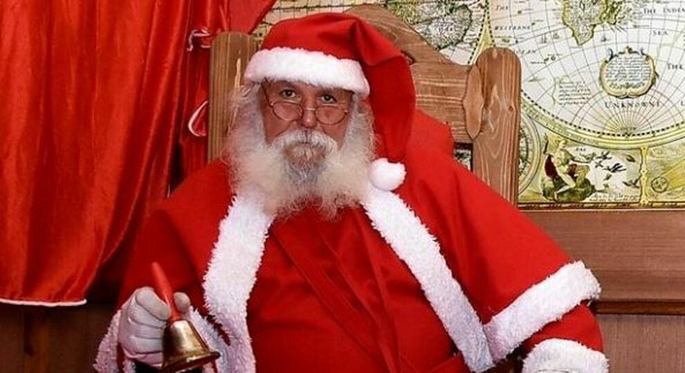 Babbo Natale Uomo Bello.Babbo Natale L Oms E Immune Al Virus Il Virologo Fauci L Ho Vaccinato Io Al Polo Nord