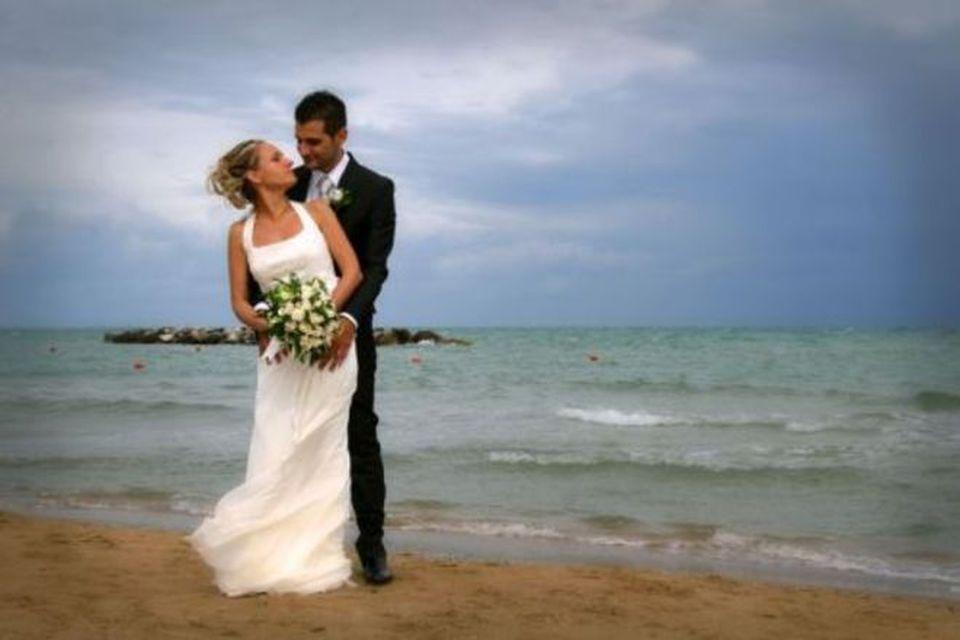 Matrimonio In Spiaggia Roma : Da aprile al via matrimoni in spiaggia a pescara