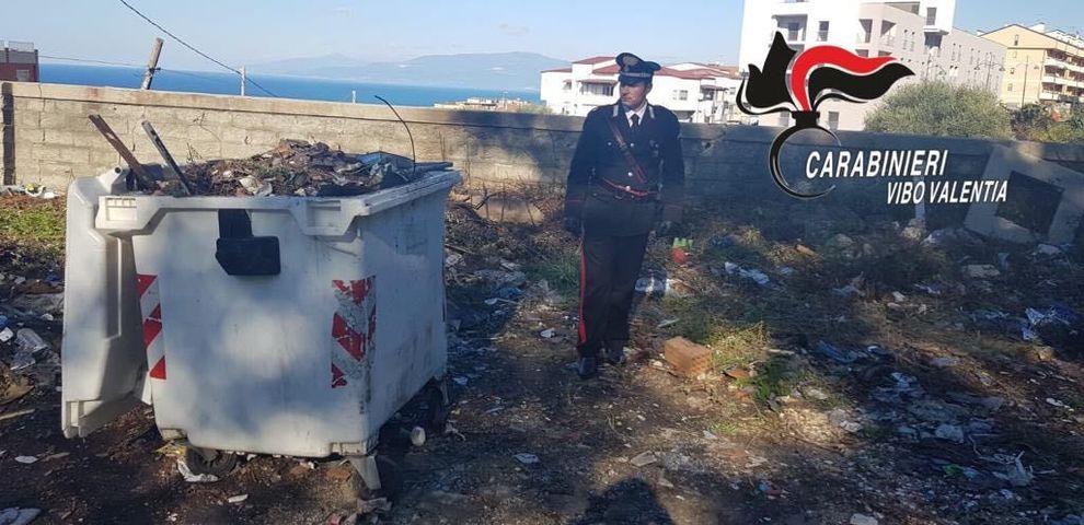 Netturbini bruciavano rifiuti in una discarica abusiva