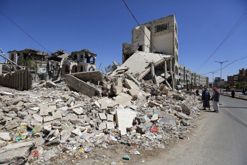 Yemen tre attacchi con autobomba: almeno 22 morti