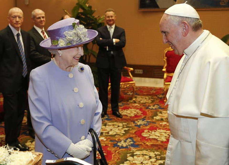 La Visita Lampo Di Elisabetta Ii Prima Da Napolitano Poi Vede Bergoglio