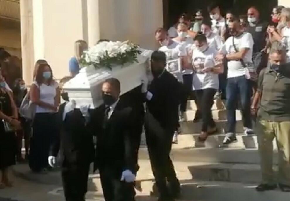 Bimbo Ucciso A Botte A Modica La Madre Era Gia Indagata Per Maltrattamenti Il Funerale