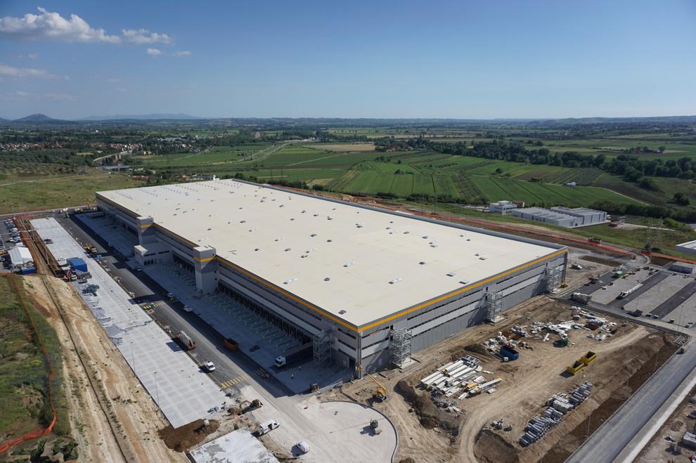 Amazon a passo corese i lavori del nuovo edificio sono - Piscina passo corese ...