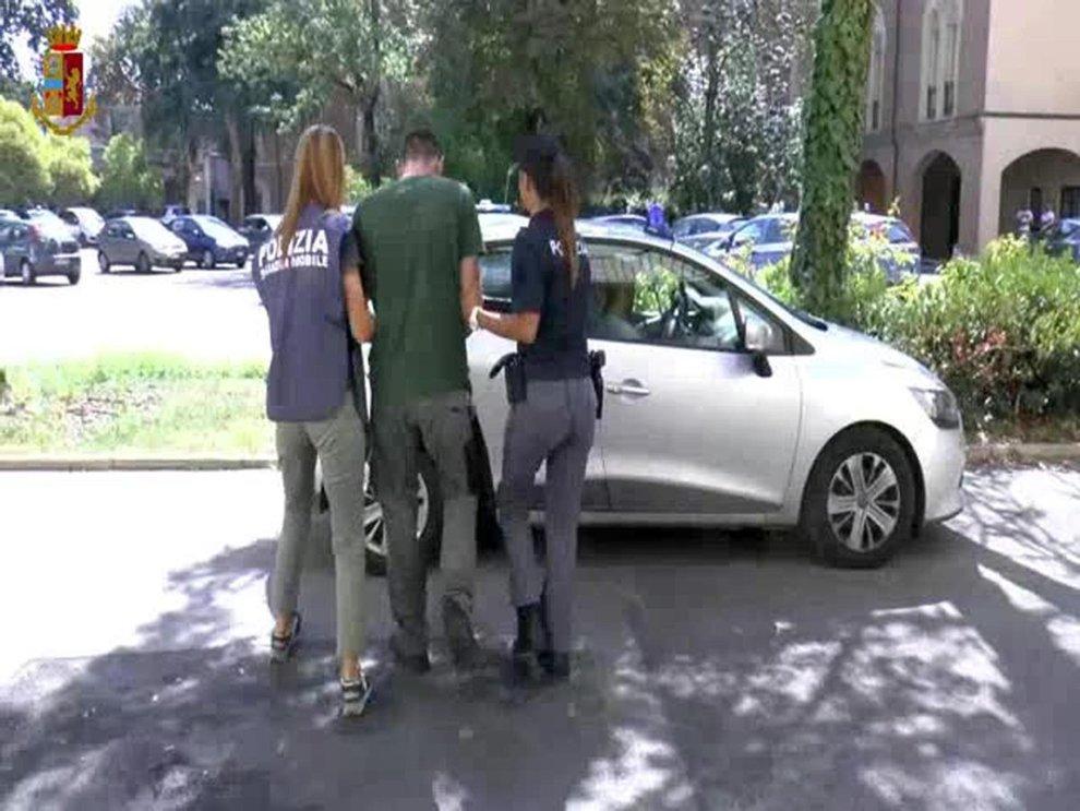 stuprata in strada a reggio emilia, arrestato richiedente asilo: è un ucraino di 26 anni - il messaggero