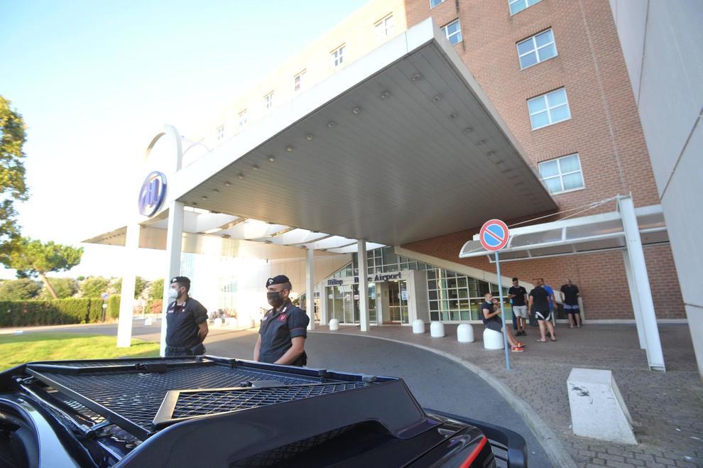 Focolaio Bengalesi A Fiumicino L Esercito All Hotel Hilton Negativi I Primi Tamponi