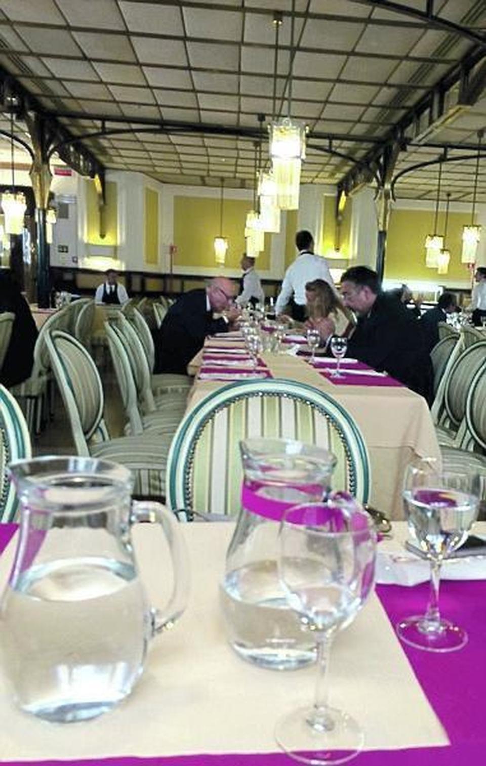 Da simbolo vip a tavola calda: al ristorante del Senato con 10 euro mangi quanto vuoi