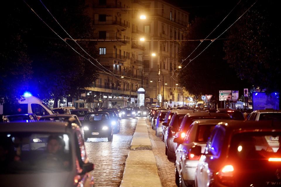Far West In Centro A Napoli Notte Di Follia Feriti Tre Poliziotti