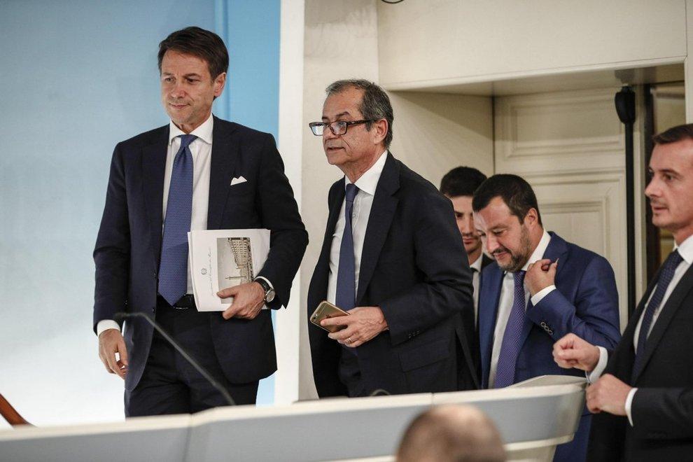 Governo, manovra da 36,7 miliardi:Salvini-Tria, chiarimento sulla Flat Tax