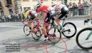 Giro d'Italia, segni e cerchi sugli avvallamenti dove passavano i ciclisti (Lucidi/ag.Toiati)