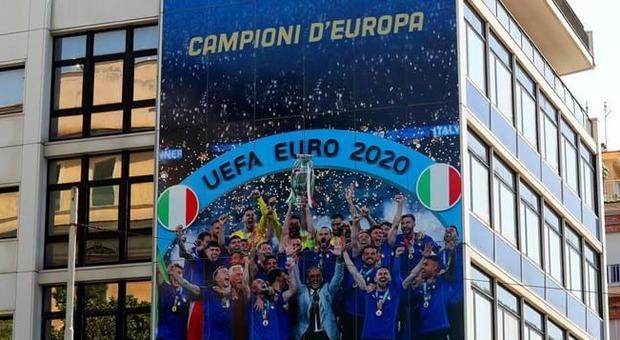 """Il Palazzo Figc cambia """"pelle"""": facciate dedicate al trionfo Europeo azzurro e al calcio femminile"""