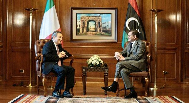 Draghi in Libia: «Ricostruiamo un'amicizia antica. Migranti problema umanitario»