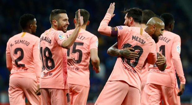 Liga, il Barcellona cala il poker nel derby: doppietta di Messi
