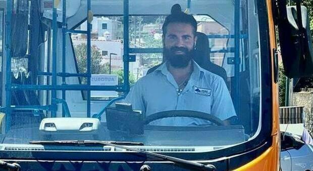 Incidente minibus a Capri, l'autopsia sul corpo dell'autista esclude il malore: «Morto per lesioni multiple»