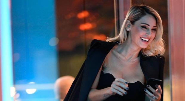 Anna Tatangelo, frecciata inaspettata a Gigi D'Alessio ad All Togheter Now. Michelle Hunziker la rimprovera: «Che dici?»