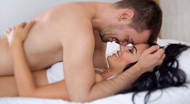 Luomo e la donna che hanno il sesso anale