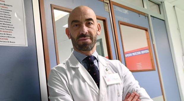 Coronavirus, l'infettivologo Bassetti: «Ipotesi prevalenza in Italia tra il 12 e il 20%, significa almeno 5-8 milioni di positivi»