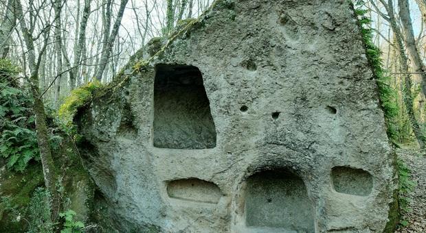 Tuscia dei misteri: dalla Necropoli di Santa Cecilia al minuscolo borgo di Mugnano in Teverina