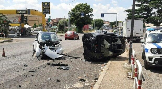 Roma, provoca incidente sulla Casilina con tre feriti e scappa senza prestare soccorso: fermata una donna