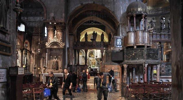 Venezia, acqua alta da record: «Alla Basilica di San Marco si è sfiorata l'Apocalisse»