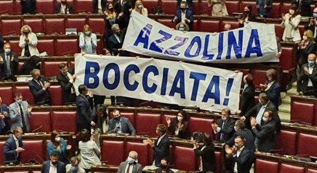 Decreto scuola, seduta fiume alla Camera per evitare che decada, protesta l'opposizione