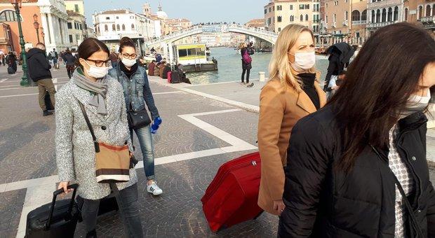 Coronavirus, a Venezia 2 contagiati. Chiuse scuole e chiese in Veneto. Stop al Carnevale