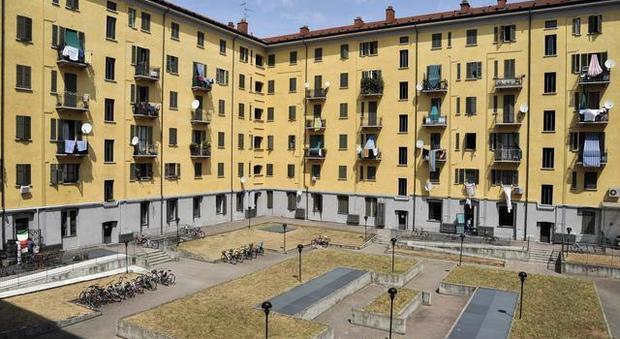 Lucca, festa nel cortile condominiale: multate quattro famiglie