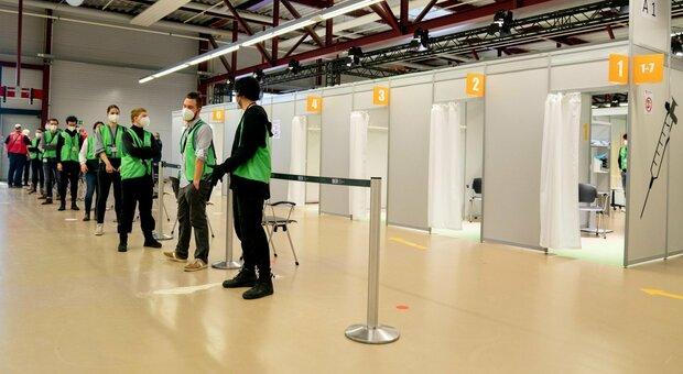 Covid, strappo dell'Ungheria: «Pronto un passaporto per i vaccinati»