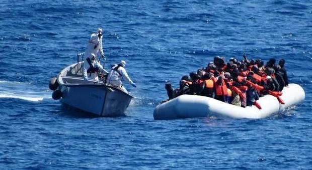 Migranti, Francia e Germania si schierano: «Ora sosteniamo l'Italia»