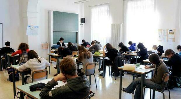 Scuola, da lunedì tornano in aula cinque Regioni: c'è anche la Lombardia