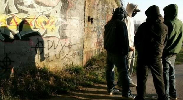 Torino, baby gang prende in ostaggio portiere di notte e rapina un hotel: preso 20enne e 3 minorenni
