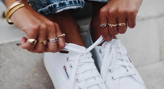 Dai mocassini alle Superga: 6 modelli di scarpe che non passeranno mai di moda