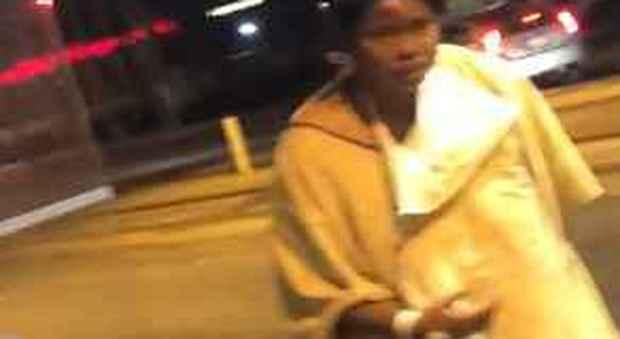 Baltimora, paziente lasciata in strada al freddo dall'ospedale perché non può pagare le cure