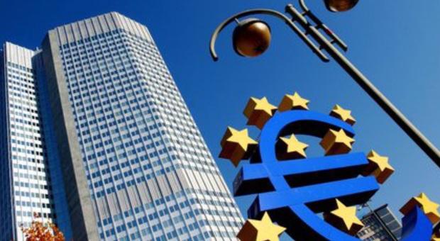 La guerra dei vaccini, gli impegni di Draghi e i rischi dello scontro tra Bruxelles e Londra