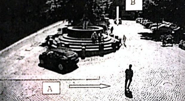 Il pakistano ripreso dalle telecamere di sorveglianza
