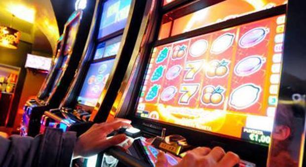 Gioco d'azzardo, scommesse in crescita nell'ultimo anno: «Carta di credito è istigazione»