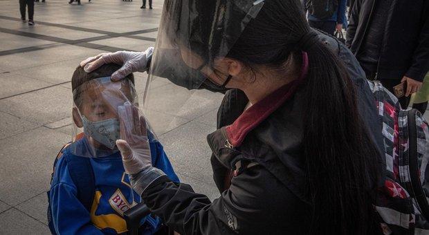 Coronavirus, vaccinazioni crollano. I pediatri: «Bimbi a rischio, inaccettabile chiusura dei centri»