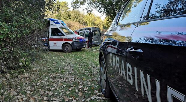 Cade in un burrone nei boschi di Civitella del Lago, salvata da Carabinieri e Vigili del Fuoco