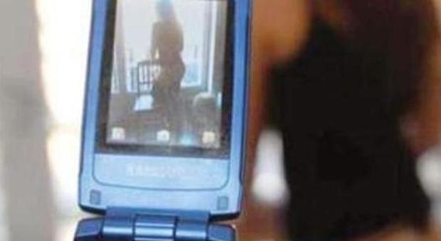 Napoli, video hard finisce sul web: la ragazza protagonista non va a scuola da tre giorni