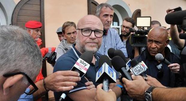 Migranti, Nogarin (M5S) su Fb: «Livorno pronta ad accogliere Aquarius». Ma poi cancella il post
