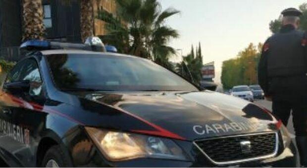 Picchia fidanzata perché non vuole avere rapporti, poi aggredisce i carabinieri: arrestato
