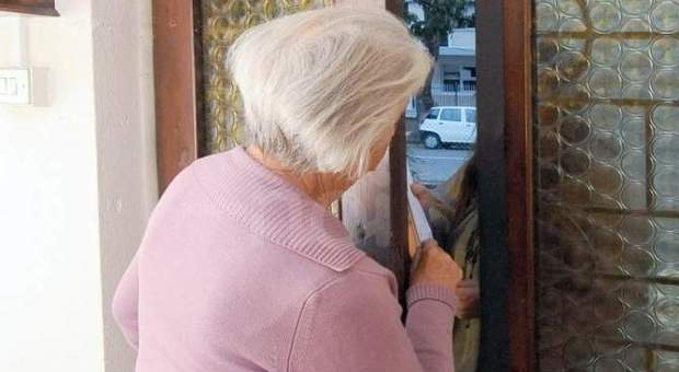 Milano, truffe agli anziani: presa la banda, in un solo giorno rubati più di 200 mila euro