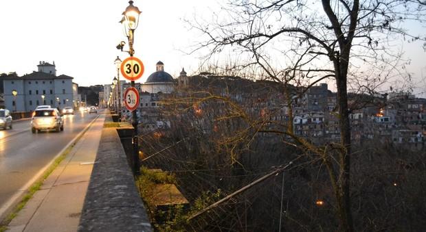 Roma, 38enne assistente sanitario si suicida gettandosi dal ponte di Ariccia