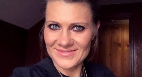 L'amica le affida il figlio autistico di 4 anni, 42enne lo tortura fino a ucciderlo