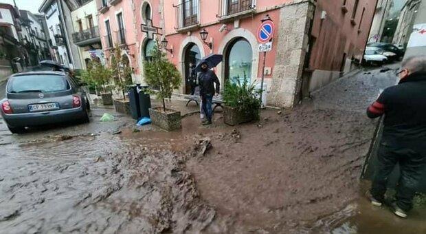 Maltempo, scuole chiuse nel Casertano: vento a 80 all'ora abbate alberi e cartelloni