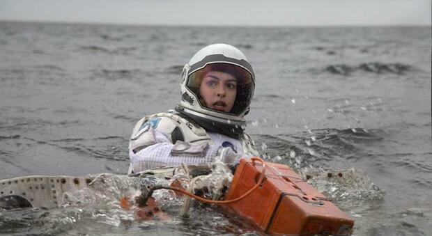 Stasera in tv su Italia1 Interstellar , il capolavoro fantascientifico di Christopher Nolan: trama e curiosità