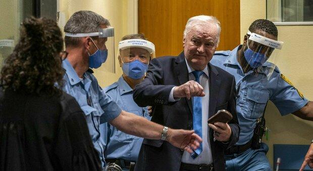 """Mladic, confermato in appello l'ergastolo il """"boia di Srebrenica"""": colpevole del genocidio di oltre 8mila persone"""